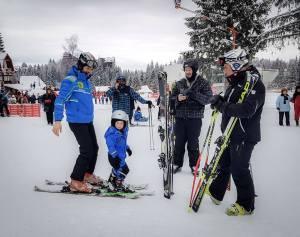 lectii de scki pe partia bradul cu instructori de schi de la scoala de schi R&J ski school - ski rentals