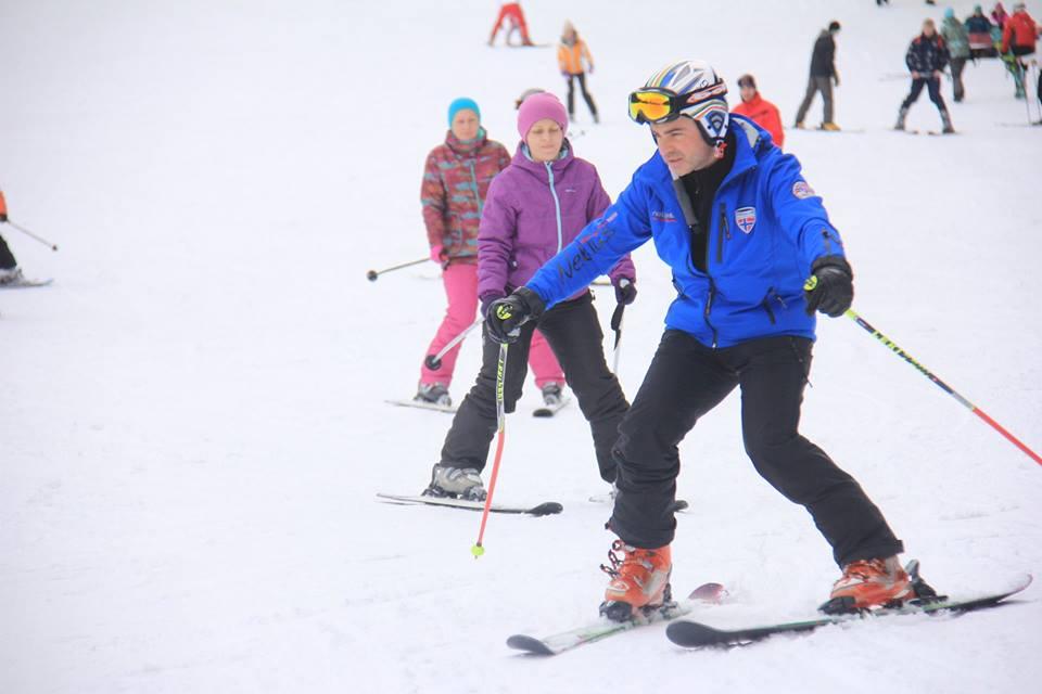 Cursuri de schi pentru adulti si copii pe partia Bradul din Poiana Brasov