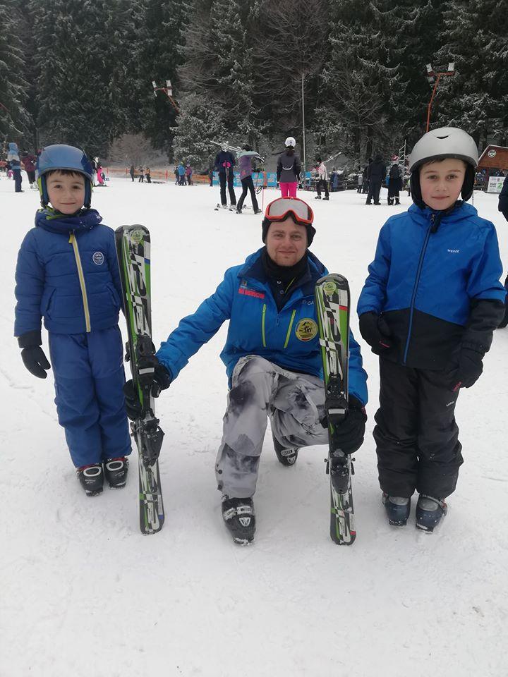Monitori de ski Poiana Brasov ofera cursuri de ski pentru copii in Poiana Brasov